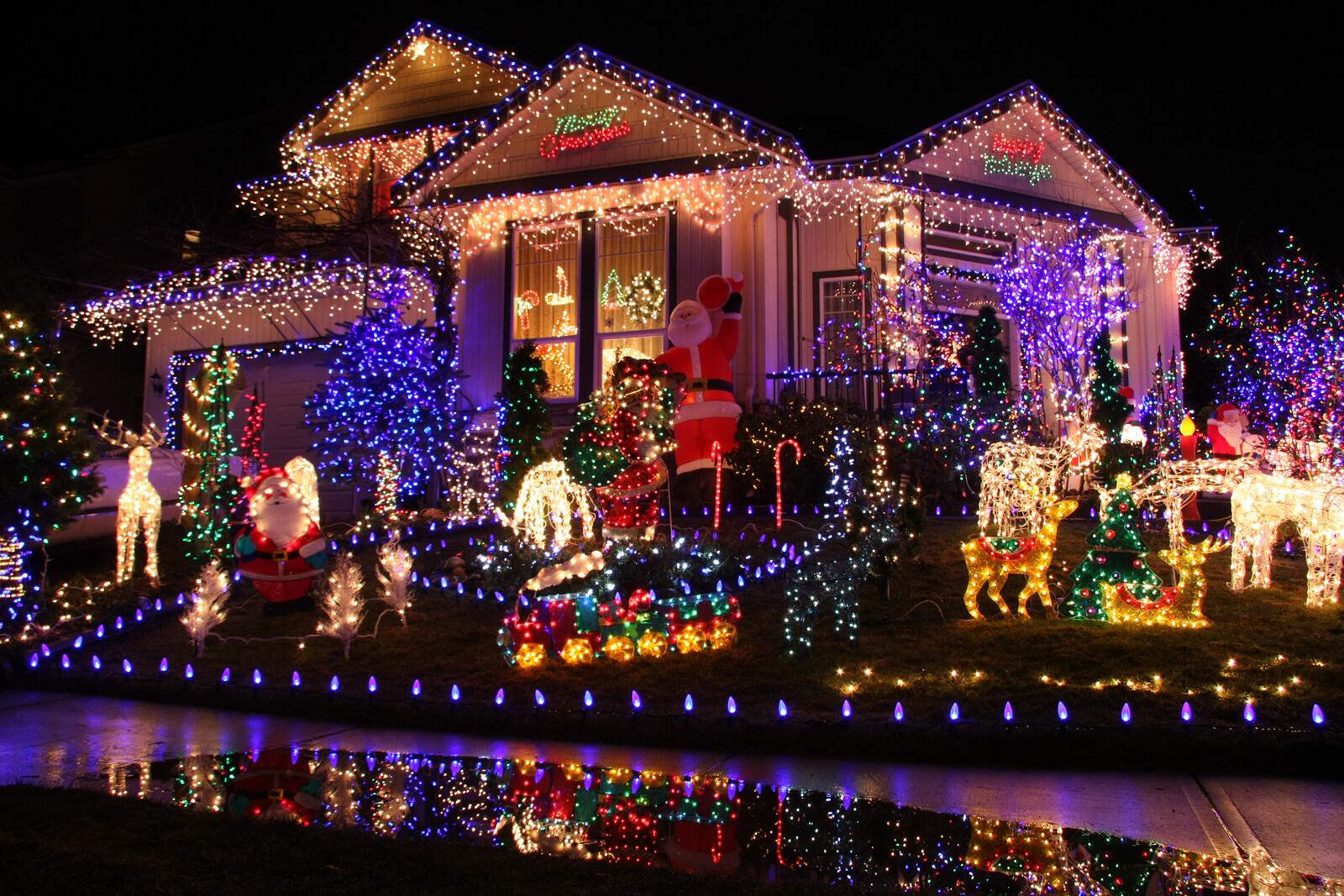 Haus weihnachtlich dekoriert
