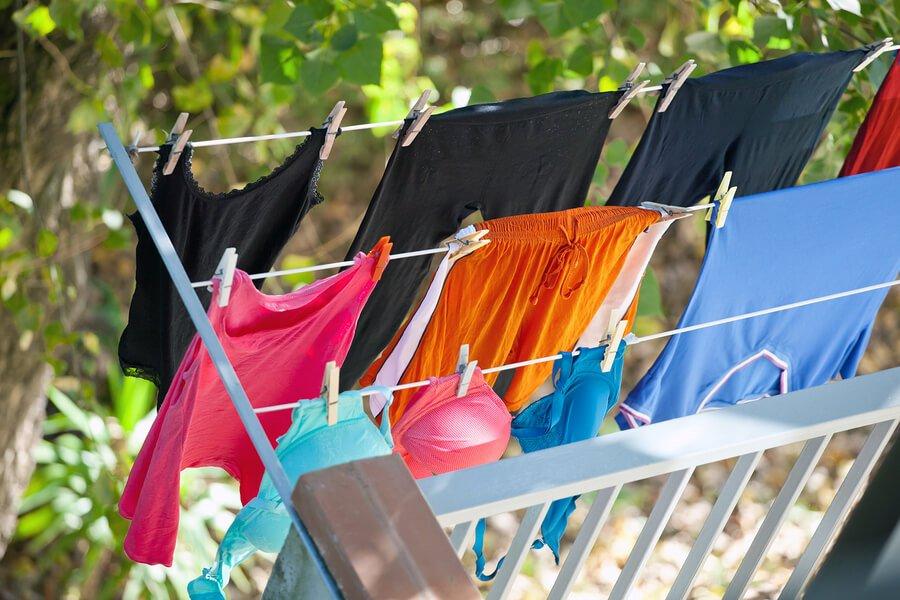 Wäsche auf dem Balkon