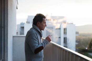 Rauchen auf dem Balkon